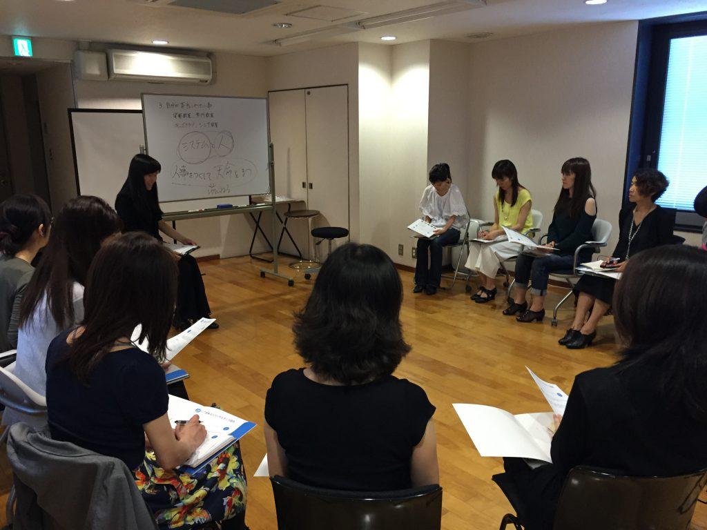 日本ユニバーサルダンス協会講師講習の様子